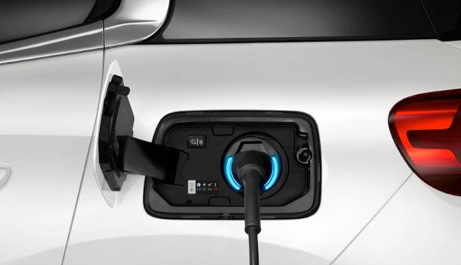 c5-aircross-suv-hybrid-charging-pannel