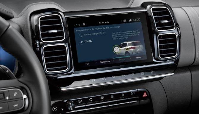 c5-aircross-suv-hybrid-touchscreen-1