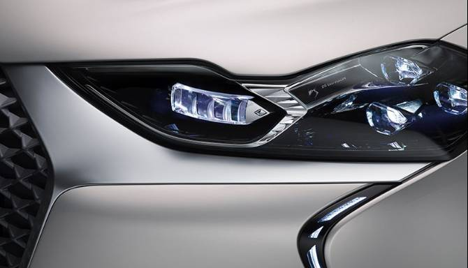 DS 3 E-TENSE CROSSBACK Front Light