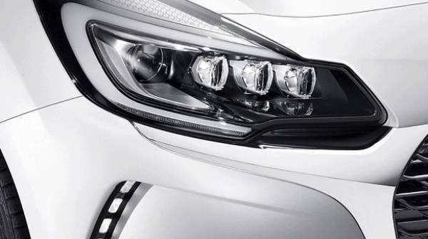 DS3 headlight compressed