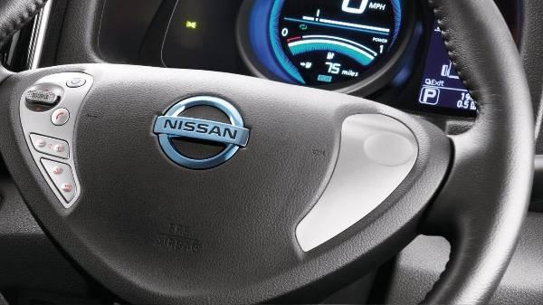 e-NV200 Steering Wheel Control