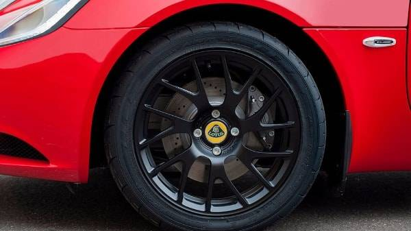 Elise Sport 220 - front tyre close up - red