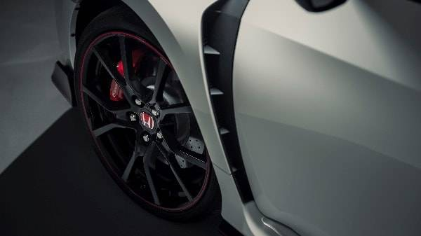 HONDA CIVIC TYPE-R - FLARED ARCHES DETAIL.