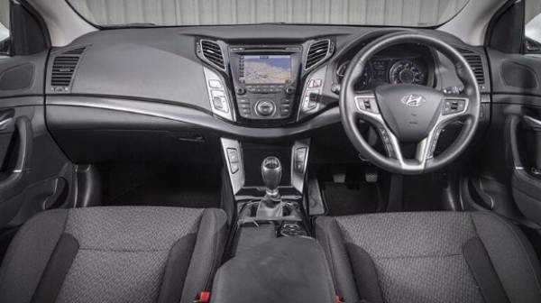 hyundai i40 saloon - dash display - 1