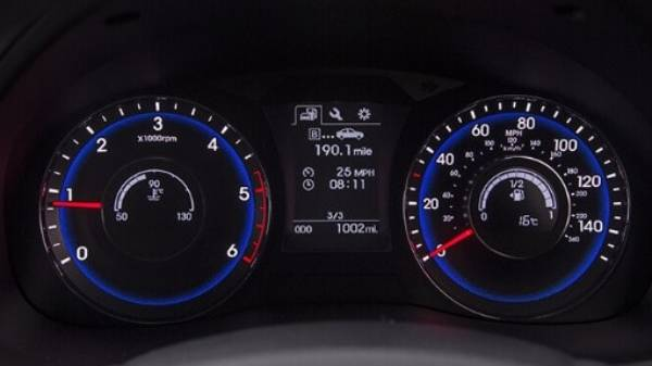hyundai i40 saloon - dash display