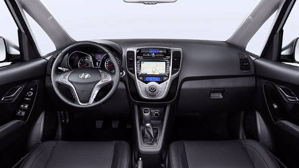 Hyundai ix20 interior two front seats