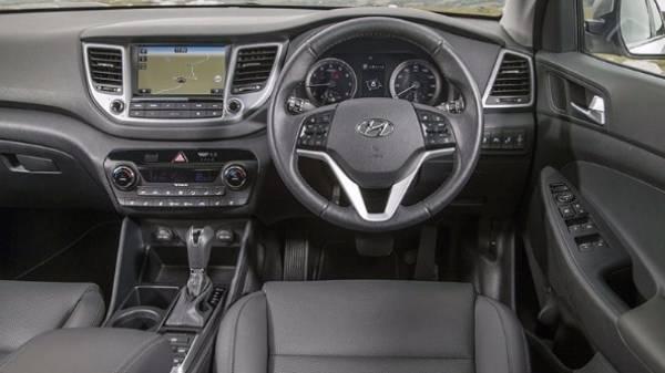 Hyundai Tucson steering wheel view front seats