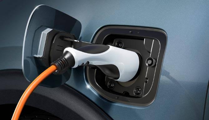 Kia-Niro-Plug-in-Hybrid-charging-connection