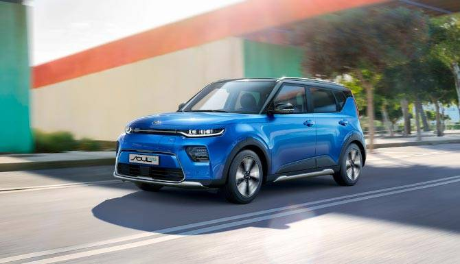 Kia-Soul-EV-in-blue-front-end-lifestyle