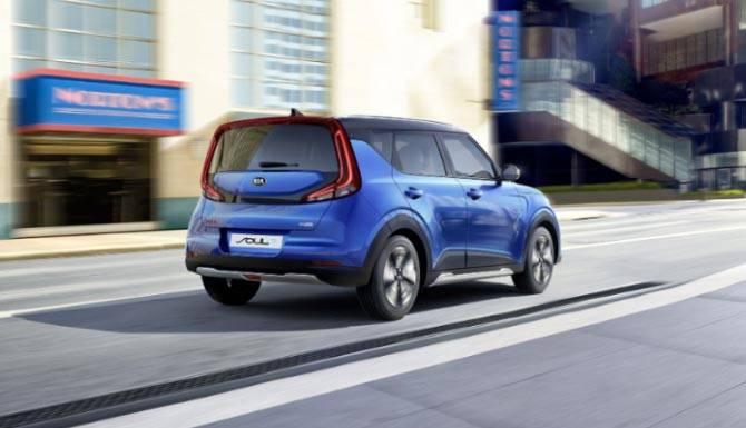 Kia-Soul-EV-in-blue-rear-end-lifestyle
