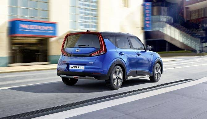 Kia-Soul-EV-in-blue-rear-end-lifestyle