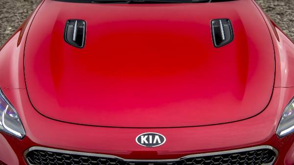 KIA STINGER BONNET VENTS