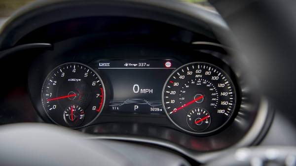 kia stinger dash display