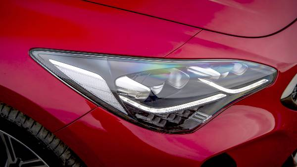 kia stinger headlights with LED driving lights