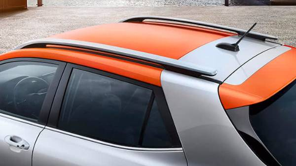 kia stonic - roof bars along with accented roof