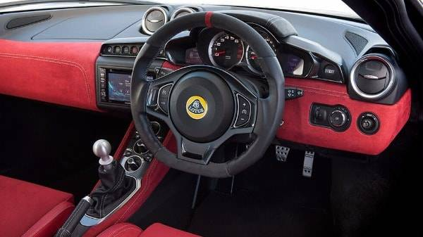 Lotus Evora 400 - Interior-Red-Alcantara dash
