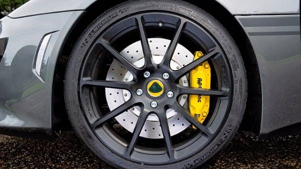 Lotus Evora Sport 410 - black alloy wheel