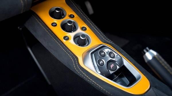 Lotus Evora Sport 410 - central console