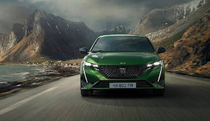 New Peugeot 308 front view lifestyle