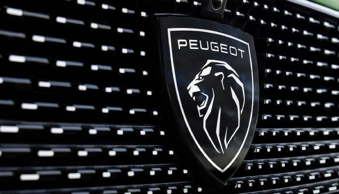 NEW PEUGOET 308 NEW LOGO BADGE ON GRILLE