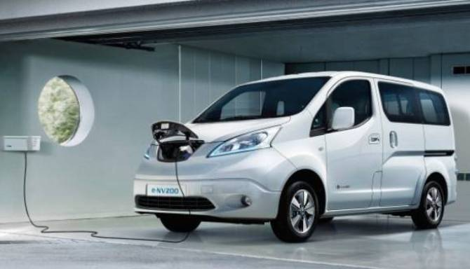 nissan e-nv200 combi people carrier charging in garage