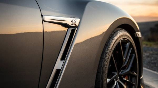 NISSAN GT-R - MT17 - BRAKE DUCT FLAIRED ARCHES