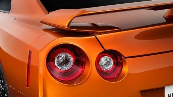 NISSAN GT-R - MY17 MODEL REAR LIGHTS