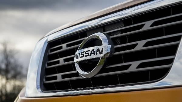 Nissan Navara grille