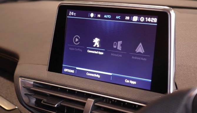 Peugeot---connectivity-screen