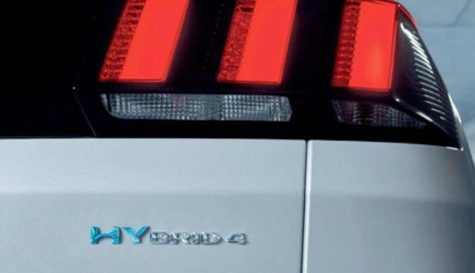 peugeot-3008-hybrid-badge