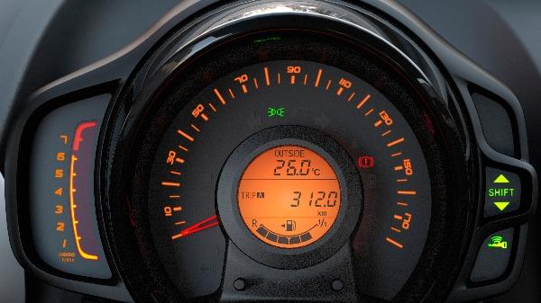 Peugeot 108 digital and analog dash display