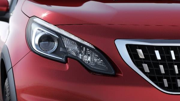 PEUGEOT 2008 Allure BlueHDi - Front Grill and Headlights-min