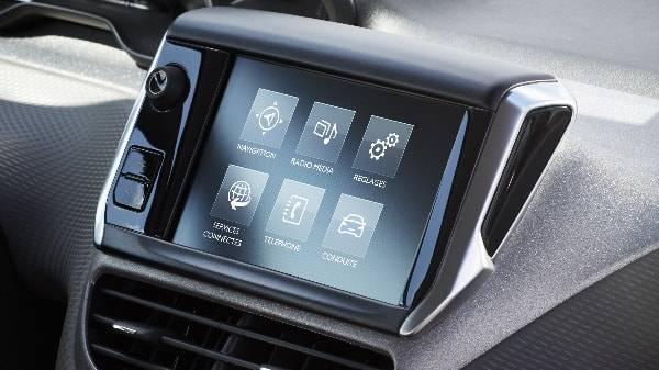 peugeot 208 built in touchscreen display