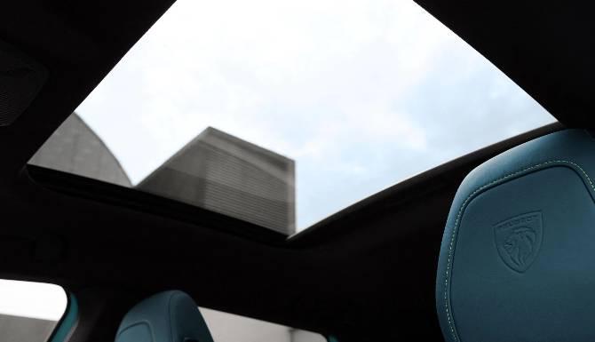 Peugeot 308 SW Spoiler Sunroof
