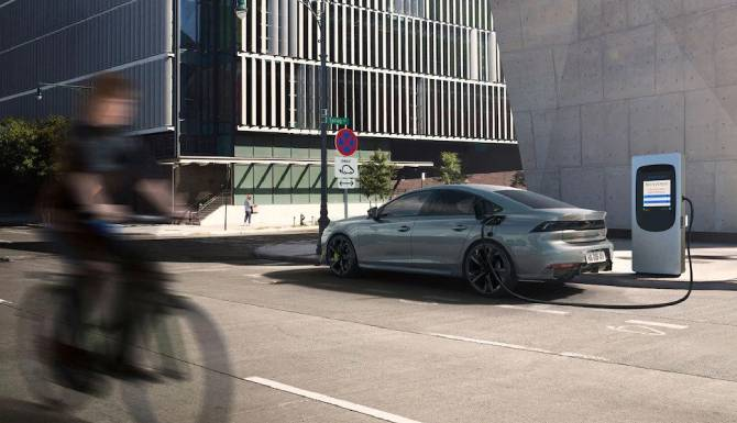 Peugeot 508 PSE on charge in a street