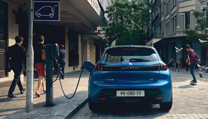 PeugeotE208_Charging