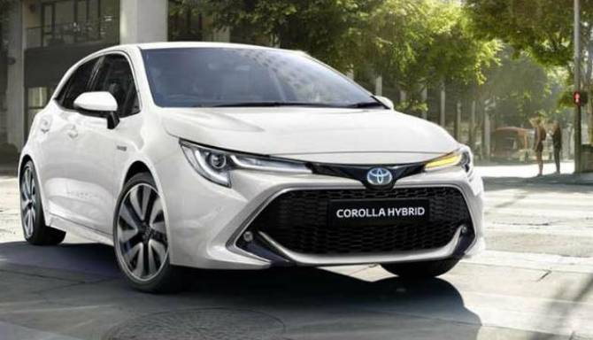 Toyota Corolla White Lifestyle Image