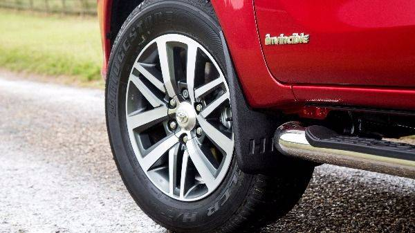 Toyota Hilux alloy